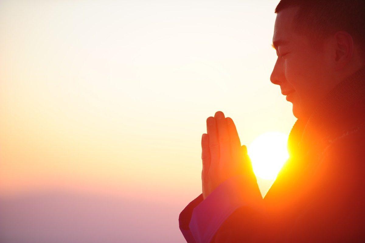 esoterische-sprüche-nachdenken-buddha