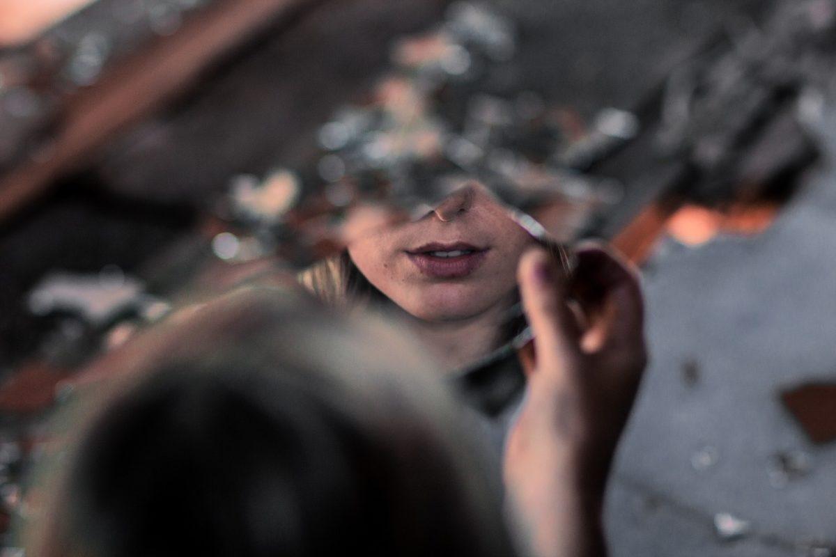 spiegel-zerbrochen-was-bedeutet-es